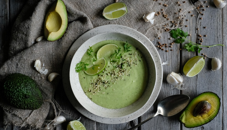 Κρύα Σούπα Με Αγγούρι Και Αβοκάντο