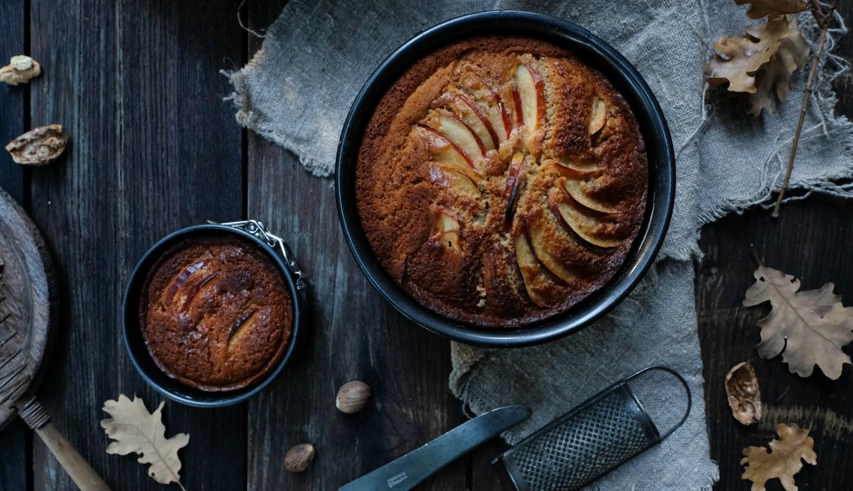 Κέικ με ξινόμηλα και λάδι καρύδας