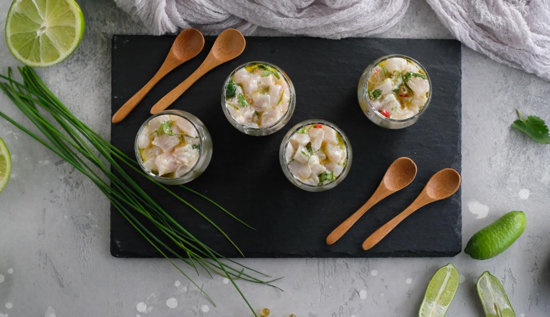 Ταρτάρ με λαβράκι και ξινή κρέμα