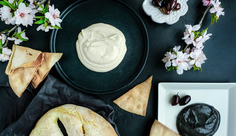 Ταραμοσαλάτα Black & White με Fougasse (Λαγάνα)