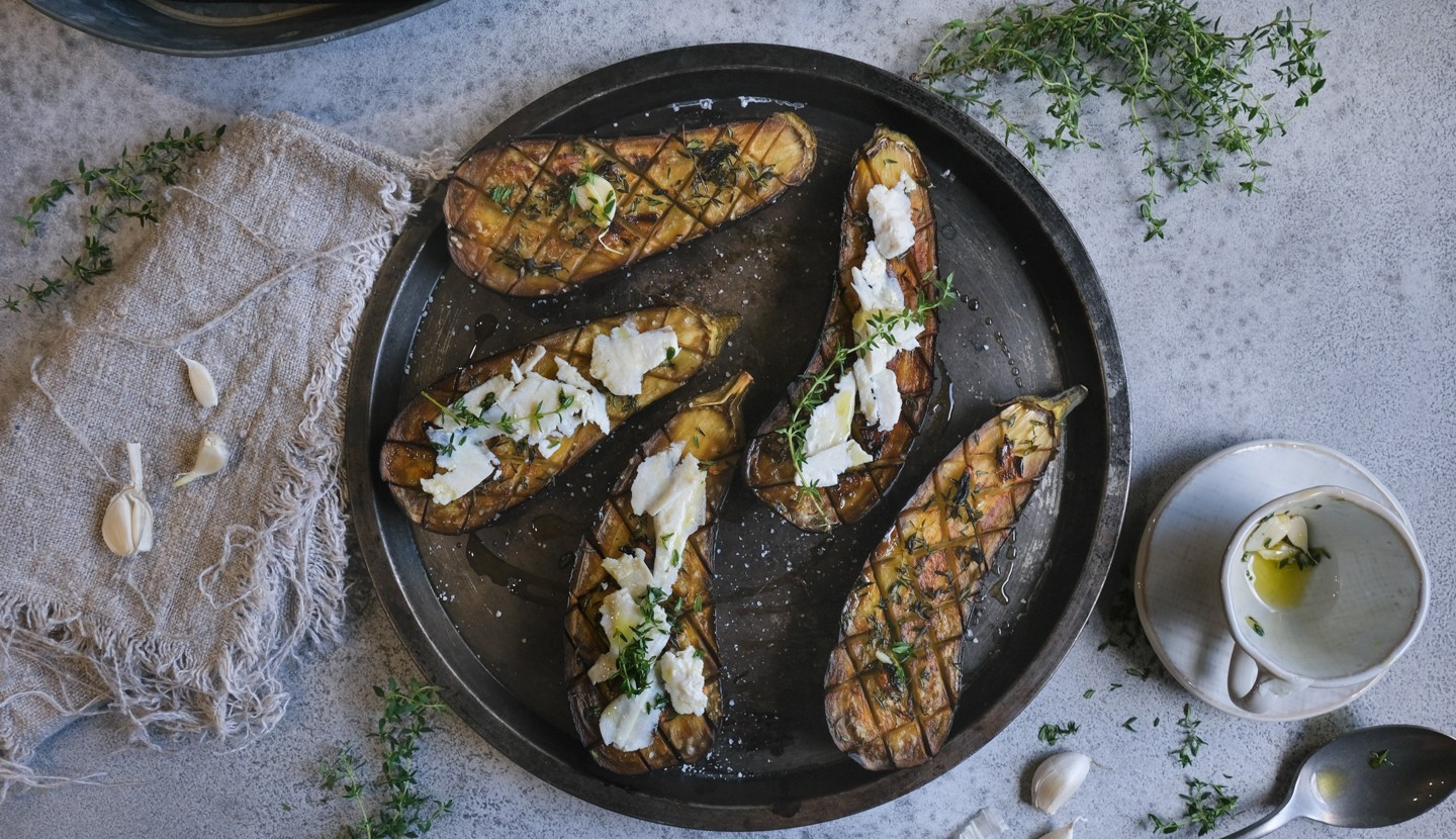 Grilled aubergine with garlic and thyme